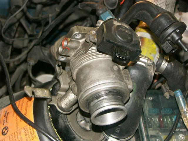 PICT0010-throttle-housing.JPG